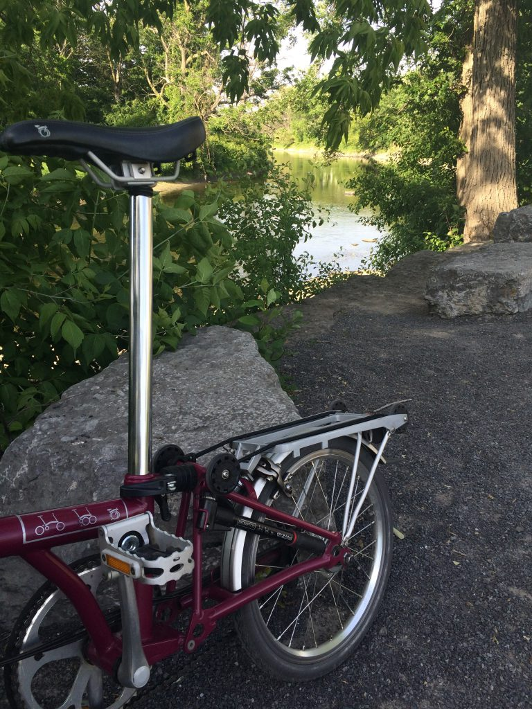 Ottawa - Rideau River Easter Pathway - Brompton