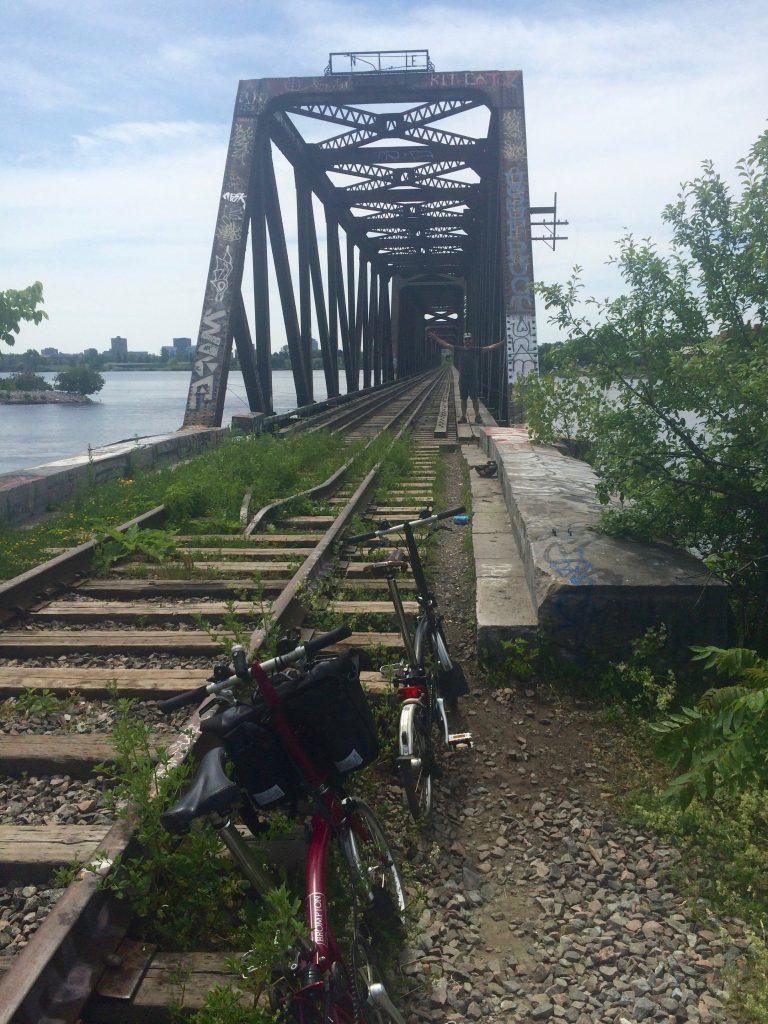 Ottawa: Old rail bridge to Lemieux Island (1)