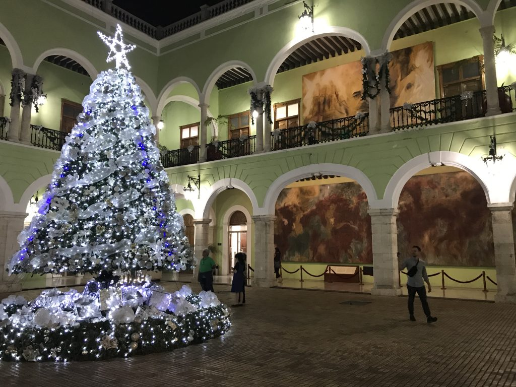 Christmas tree in the Palacio de Gobierno.