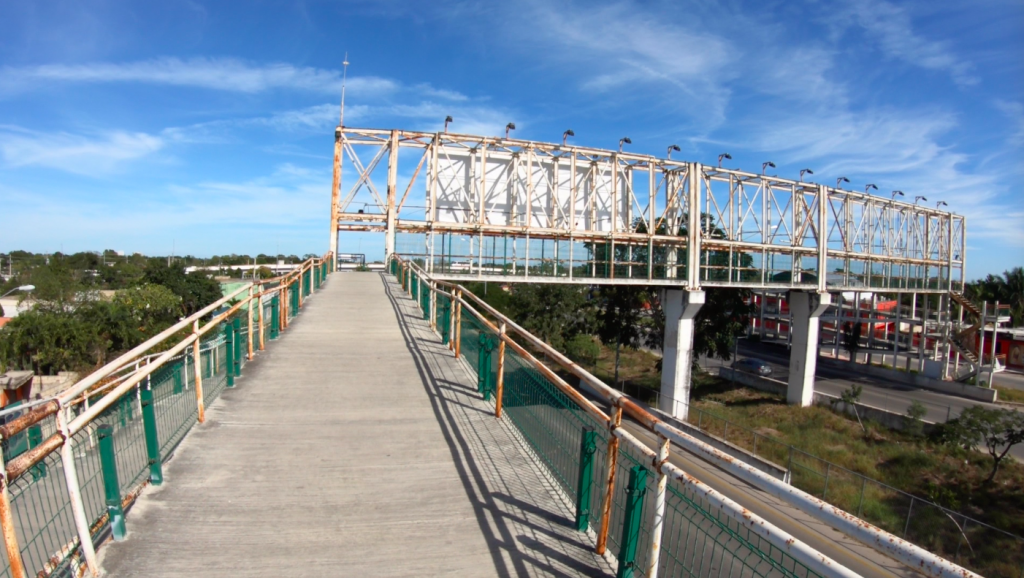 Pedestrian-bicycle bridge over the Annillo Periferico Manuel Berzunza highway on the east side of Merida, Mexico.