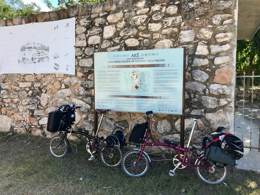Sign to the Zona Arqueológica de Aké Yucatán.