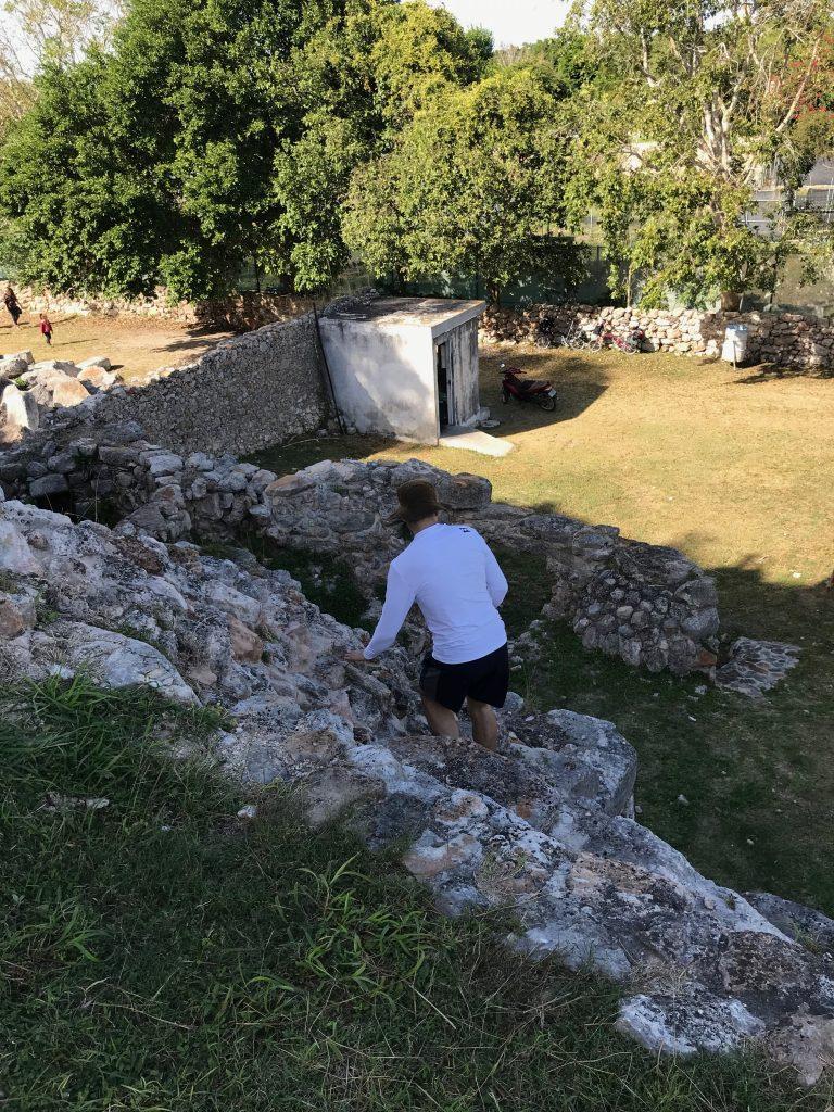 Climbing down ruin towards Zona Arqueológica de Aké entrance.