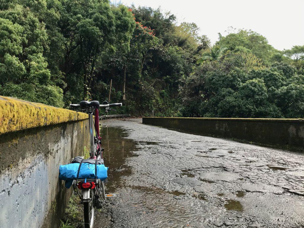 Old Mamalahoa Hwy bridge over Honoli'i Stream, The Big Island, Hawaii